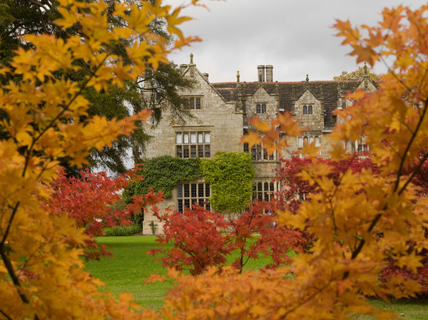 Wakehurst Mansion in autumn. © RBG KEW