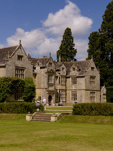 Wakehurst Place Mansion. © RBG KEW