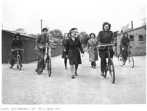 Women gardeners, RBG Kew, World War II